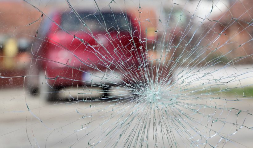 How windshield chips or cracks occur